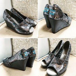 TOMS Pewter Sequin Wedges Heels Shoes Sz 5.5M